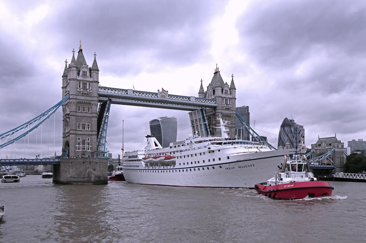 ms_ocean_majesty_departing_london_under_the_tower_bridge