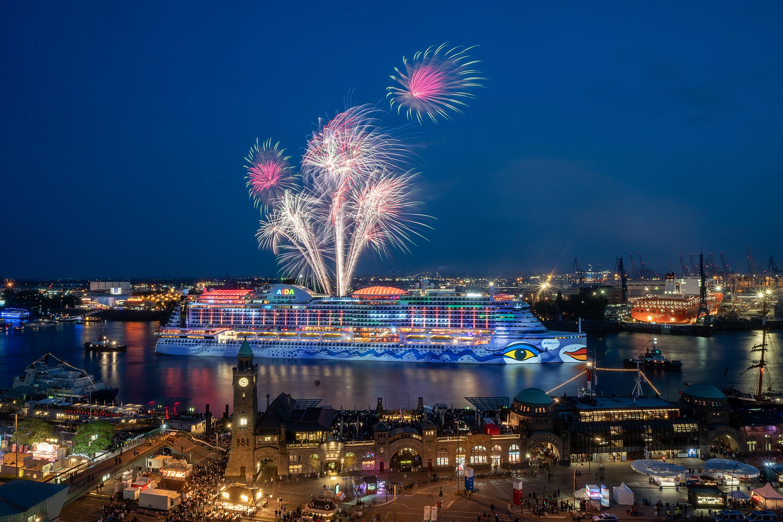 225 45 15 >> Großes AIDA Feuerwerk begeistert zum Hafengeburtstag: Rekordzahl von 1,3 Millionen Besuchern ...