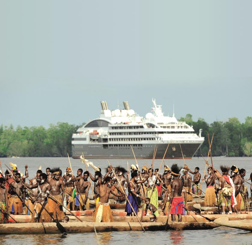 PONANT L'Austral bei den Asmat in Papua Neuguinea (c) Ponant - Nathalie ...