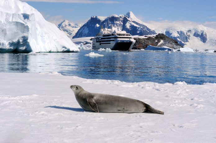 PONANT Unterwegs im Lemaire-Kanal in der Antarktis © Studio Ponant - Lau... (1)